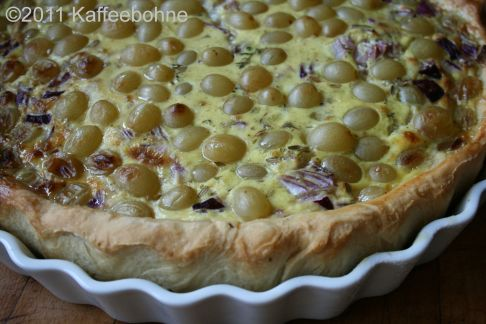 Zwiebelkuchen mit Trauben