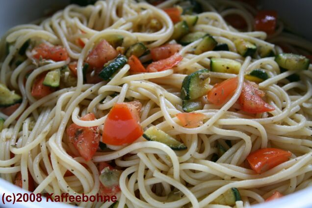 Spaghetti mit Zucchini und Kapern