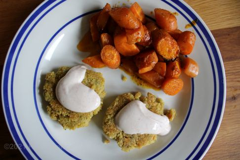 Falafeltalern mit Röstkartoffeln und Joghurtdip