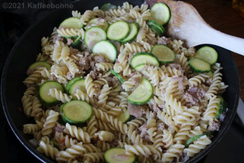 Fussili mit Salsiccia und Zucchini
