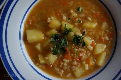 Reis-Kartoffel-Suppe mit Parmesan